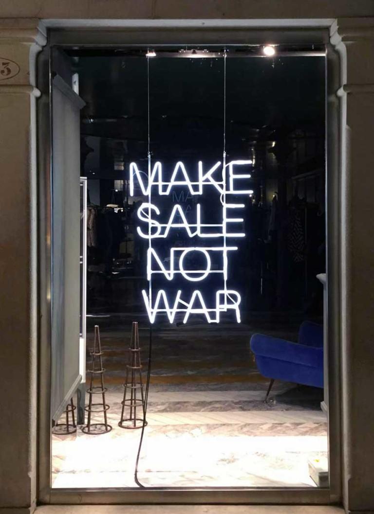 Isotype Sisley Make sale not War